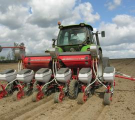 siewnik-punktowy-pneumatyczny-do-kukurydzy-delta_f